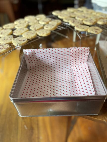 A tin cookie box with a tissue layer